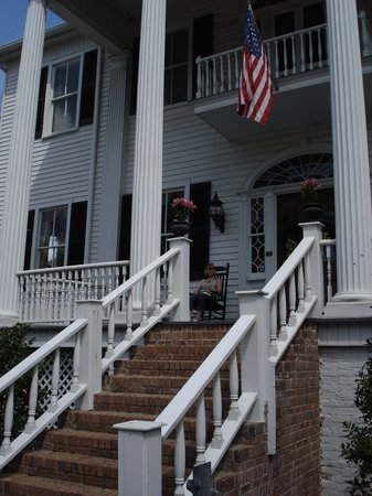 Camden House Bed & Breakfast : Front porce