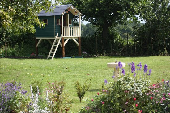 Wheelers Cottage: The garden