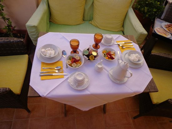Aetoma Hotel: Breakfast at the balcony