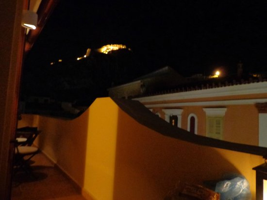 Aetoma Hotel: Night view of the Palamidi castle from the balcony