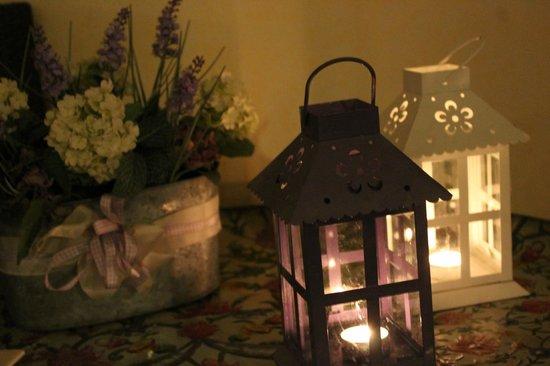 Hotel 2000: Dettagli a lume di candela