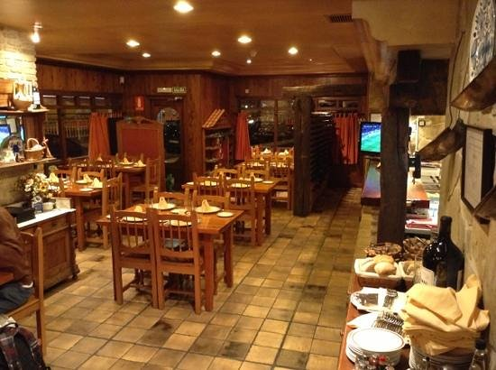 sidreria restaurante pil pil: Interior del Pil Pil