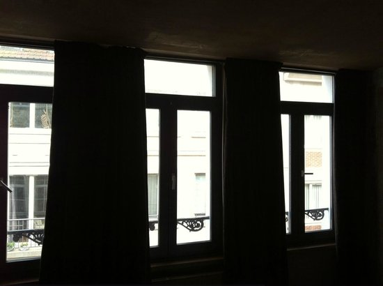 Le Coup de Coeur: Good large windows overlooking the street.