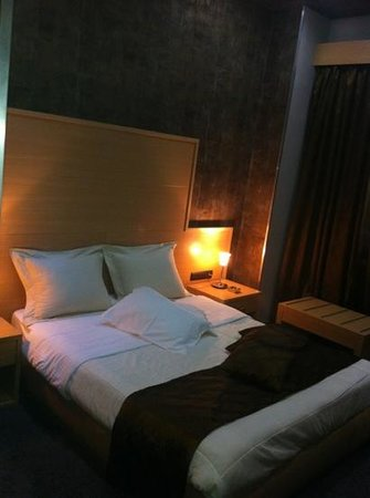 Aion Luxury Hotel : bed