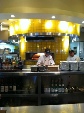 California Pizza Kitchen : chef at work