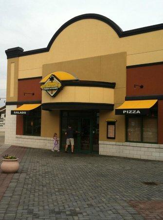 California Pizza Kitchen : entrance