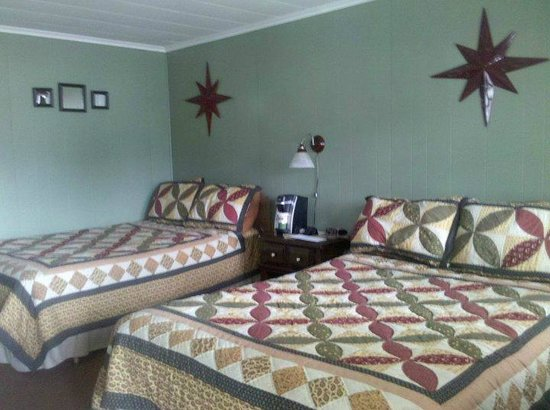 Quinn's Jockey Cap Country Store and Motel: 2 Double Beds