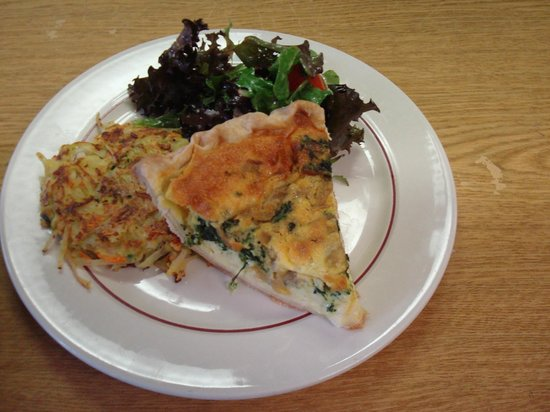 Grateful Diner : Quiche with veggie cake & petite salad