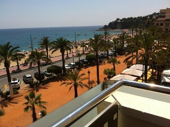 URH Hotel Excelsior: vue du balcon