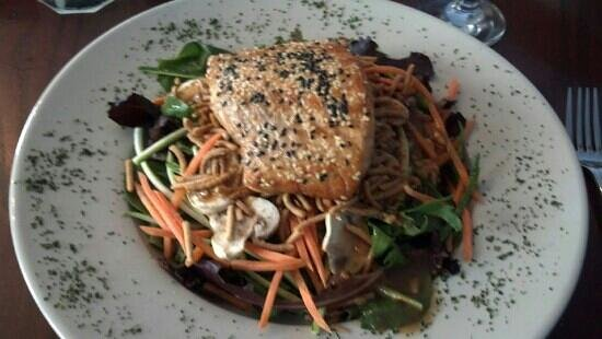 The Peppermill: Sesame Salmon salad!!