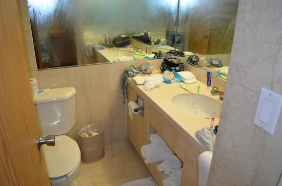 Newport Beachside Hotel and Resort: banheiro