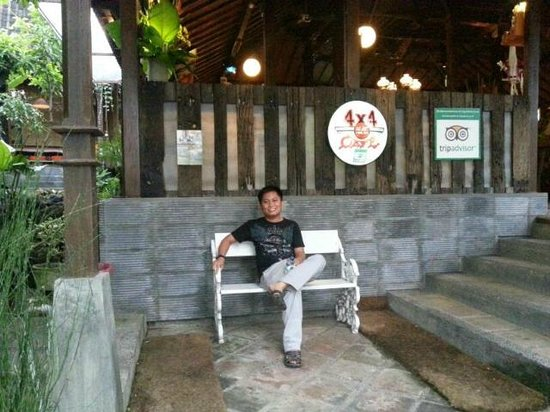 4X4 Cafe': Restaurant entry
