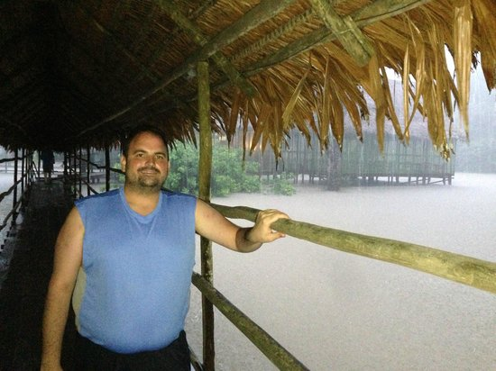 Amazon Explorama Lodges: Walkway to the main bar at Explorama Lodge during a deluge
