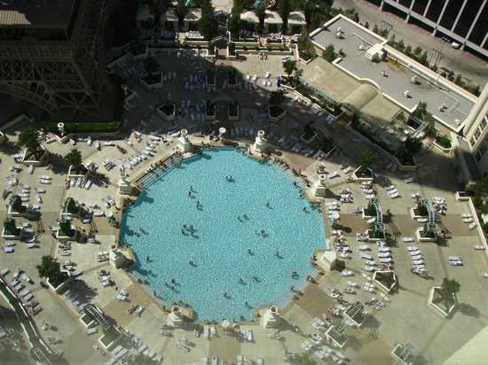 Paris Las Vegas: Piscine du Paris vue de notre chambre (3121)