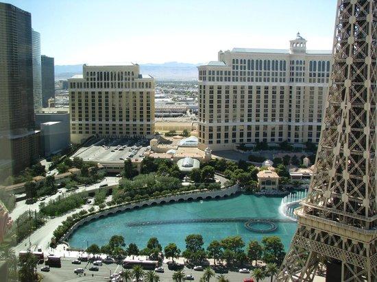 Paris Las Vegas: Vue du Bellagio de notre chambre (3121)