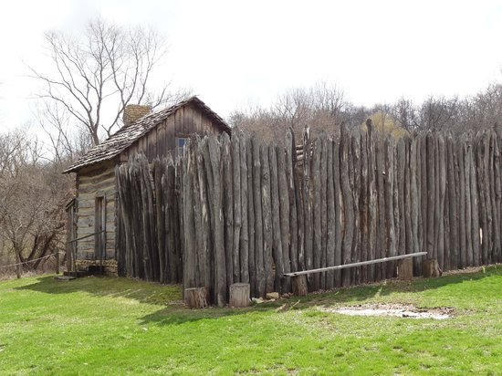 Apple River Fort: exterior