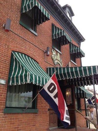 Bully's Restaurant and Pub: Bully's