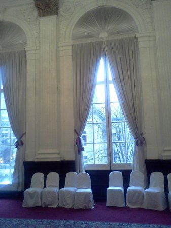Grand Royale Hotel: The Chamber Room. Look how high the ceilings are!
