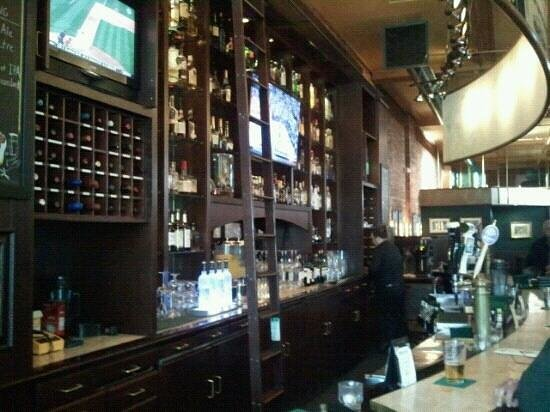The Pressroom Restaurant: Great bar