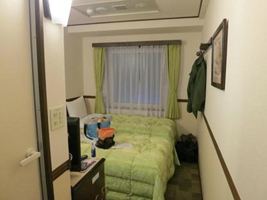 Toyoko Inn Osaka Tsuruhashi Ekimae: 狭めの室内