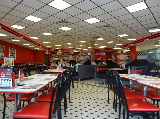Fun atmosphere picture of steak 39 n shake orlando for Steak n shake dining room hours