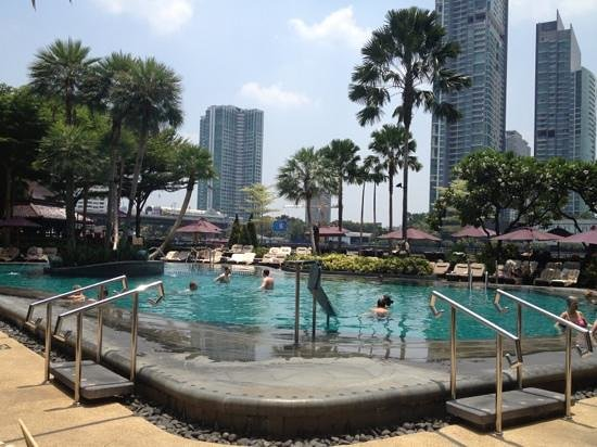 Shangri-La Hotel,Bangkok: one of the best pool