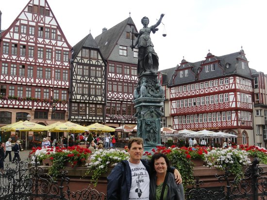 Museumsufer : Old town square,  2 blocks from river