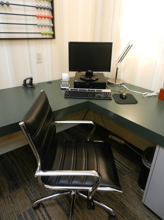 Hampton Inn San Francisco - Daly City : Nice business center