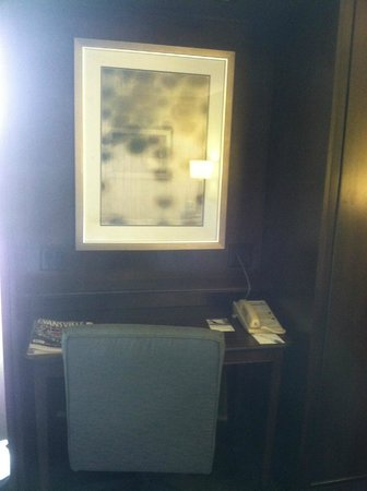 Hampton Inn Evansville : Private Desk Area