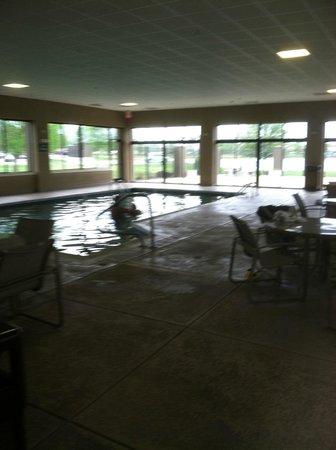 Hampton Inn Evansville : Pool Deck is huge and nice