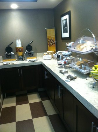Hampton Inn Evansville : Free Continental Breakfast - this is just half of what was there!