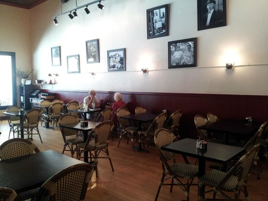 Rabalais Bistro: Historic building, jazz, nice atmosphere