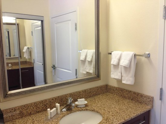 Residence Inn by Marriott Camarillo: Vanity area