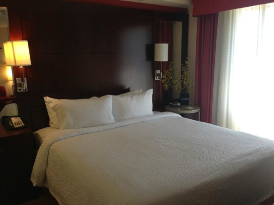 Residence Inn Camarillo: King bed