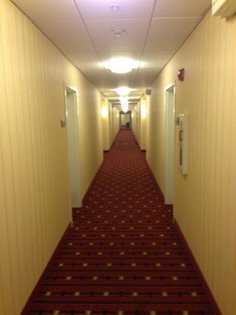 Residence Inn Camarillo: Hallway to your room