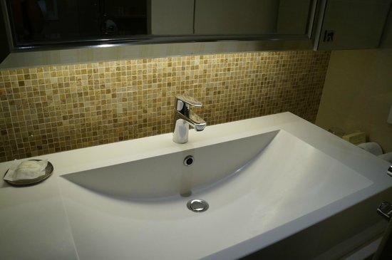 Grande Centre Point Terminal 21: nice bathroom