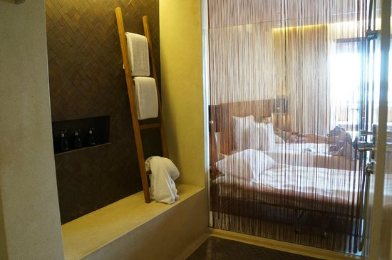 Hansar Samui Resort: shower area