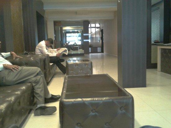 Hotel Parashar Check in : Reception / Reading Area