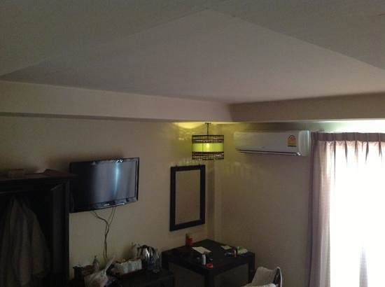 Silver Resortel: attention! only one lamp for all room! on night if you sit under this lamp you cannot read book,