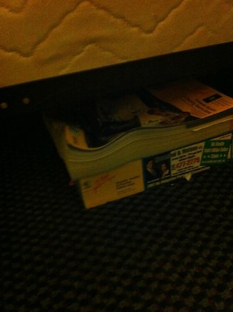 Days Inn Austin South: really a bed prop on phone book cause frame bent  get real this is not the only  pic i have