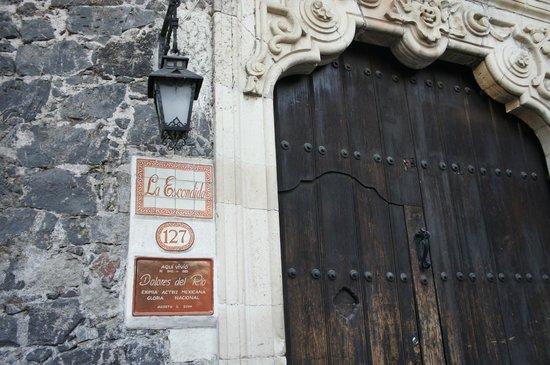 Museo Nacional de la Acuarela : Casa de Dolores del Rio frente al museo