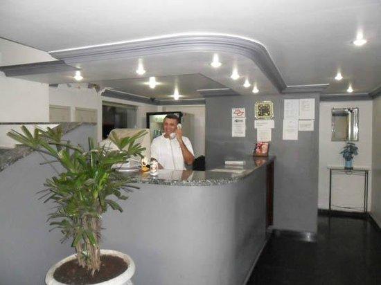 Center Plaza Hotel: Lobby Help desk