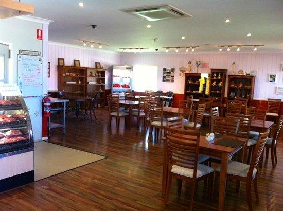 The Coach House Cafe: Clean spacious restaurant