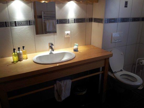 AliKats Mountain Holidays - Ferme a Jules: Bathroom
