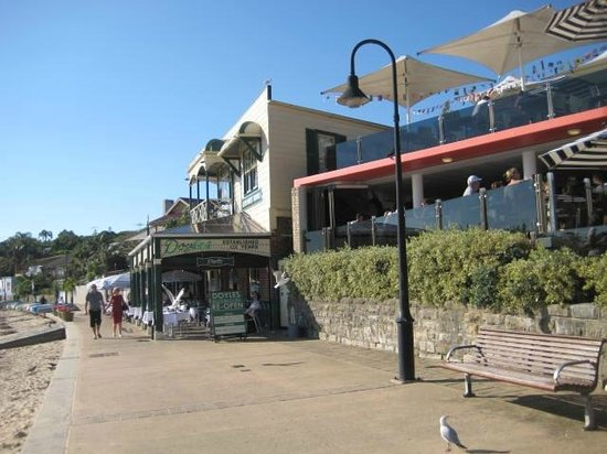 Watsons Bay Boutique Hotel: Upstairs to you right you can eat and drink overlooking great view
