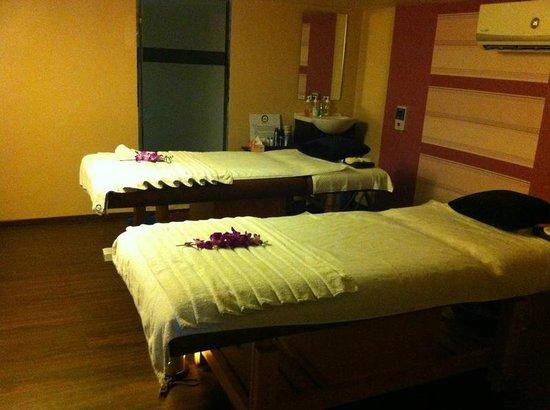 The couple massage room picture of zazen the boutique for K salons professionals pune maharashtra