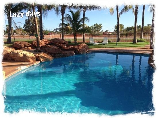 RAC Exmouth Cape Holiday Park: poolside