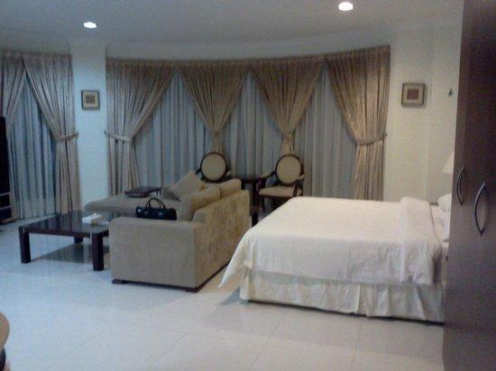 Sea Scene Hotel Apartments: Room View-1