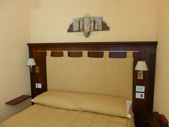 La Plumeria Hotel : Bed in room