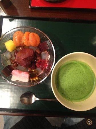 虎屋菓寮, the anmitsu with macha tea